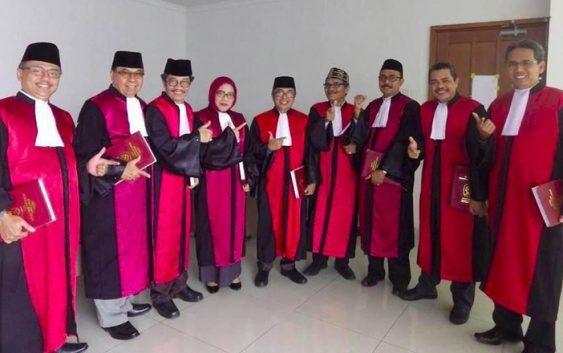 Heboh Pose 'Dua Jari' Hakim Pengadilan Negeri Jakarta Pusat