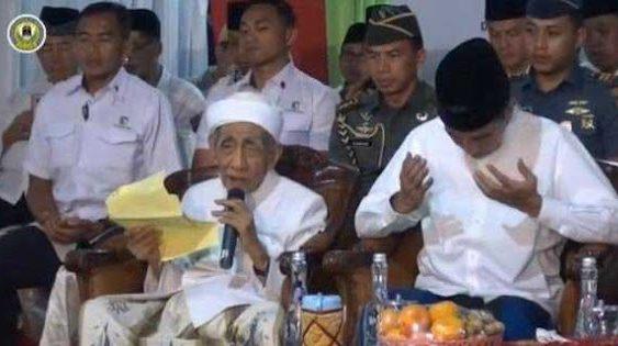 Beredar Video Mbah Moen Do'akan Prabowo di Samping Presiden Jokowi