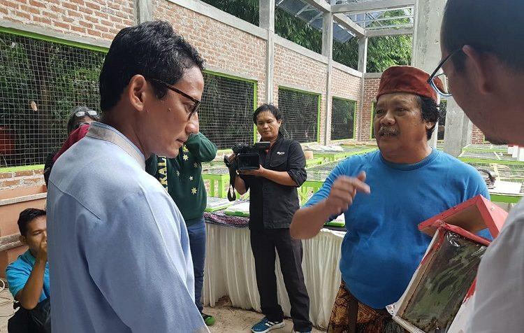 Sandiaga Uno Cicipi Madu Terbaik Dunia Hasil Hutan Kota Jakarta