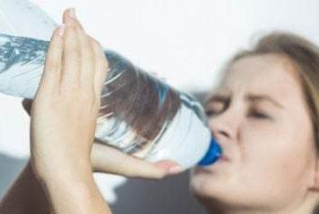 Minumlah Air Putih Tepat Waktu Agar Tubuh Tetap Bugar dan Sehat