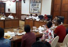 Staf Presiden Untuk Papua Temui Gubernur Jatim Khofifah Indar Parawansa