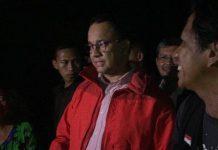 Anies Diprotes Warga Saat Tinjau Banjir Kampung Pulo