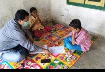 Tak Punya TV dan HP untuk Online, Guru di Sumenep Rela Datangi Rumah Siswa agar Bisa Belajar