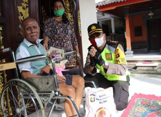 Berbagi Kebahagian Di Hari Bhayangkara Ke-74, Polres Badung Gelar Bakti Sosial