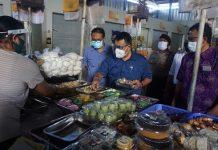 Cegah Covid-19 Menuju New Normal, Sekda Denpasar Rai Iswara Tinjau Kesiapan Pasar Rakyat