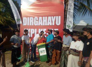 Peduli Lingkungan, IKPI Bali Bersihkan Pantai Hingga Tanam Pohon