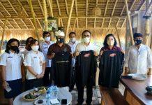 Jaya Negara Serahkan Bantuan Baju Kepada Relawan Yayasan Tukad Bindu