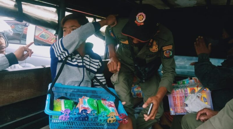 Polisi Pamong Praja Denpasar Tertibkan 5 Pengamen Dan Pengasong