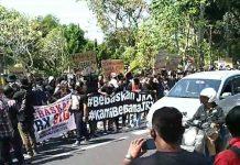 Tuntut Bebaskan Jerinx, Ribuan Massa Gelar Demontrasi