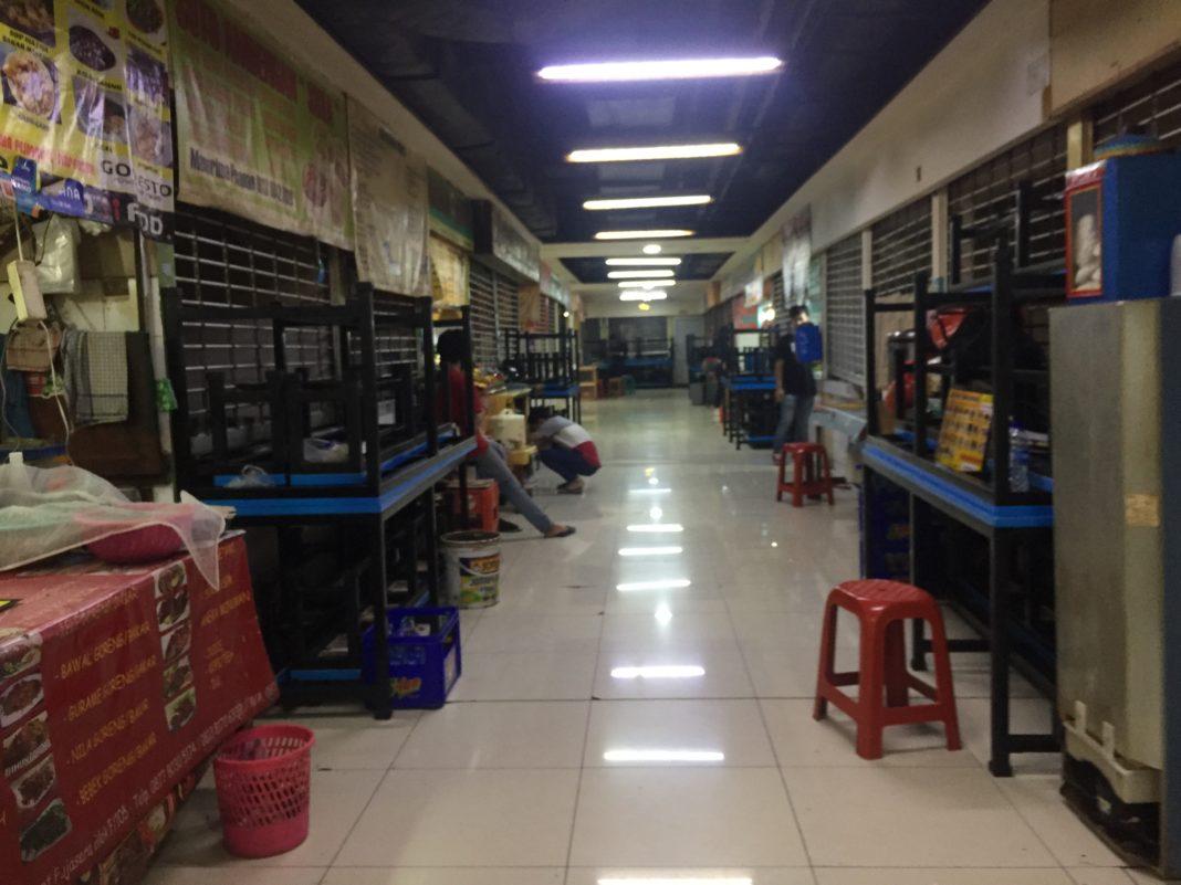 DKI Berlakukan PSBB Total, Pujasera Blok M Sepi Pengunjung