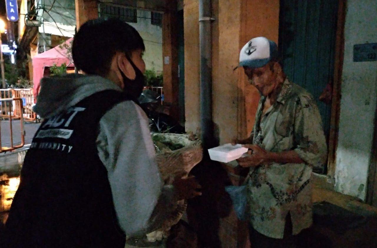 Dirikan Dapur Kemanusiaan, ACT-MRI Bali Tebarkan 1000 Paket Pangan
