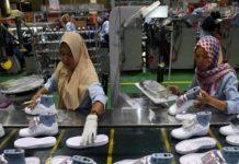 Ribuan Pekerja Di-PHK Karena Pabrik Sepatu Merek Terkenal di Tangerang Bangkrut