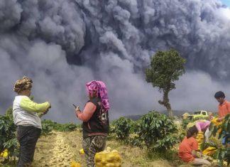 Gunung Sinabung Masih Terus Erupsi