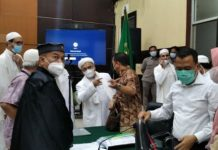 Emak-emak Rela Wakafkan Nyawanya untuk Bela Habib Rizieq