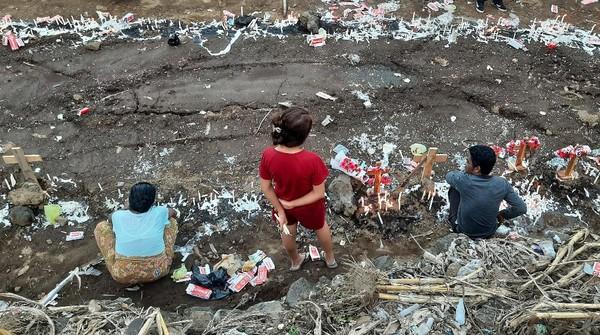Melihat Kuburan Massal Korban Banjir NTT di Desa Nelelamadike Flores Timur