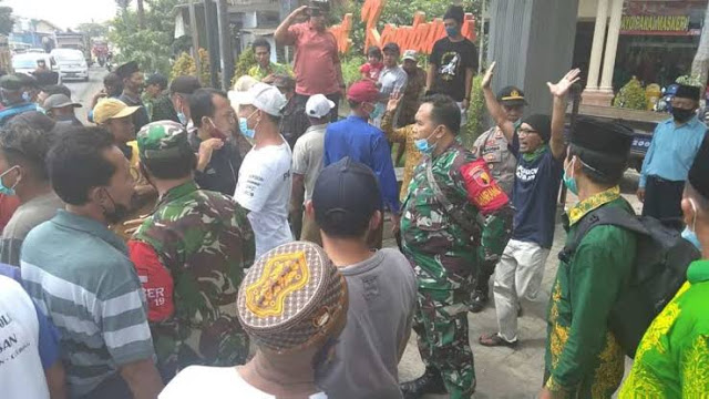 Warga NU Gelar Demo Tolak Pembangunan Masjid Muhammadiyah di Banyuwangi