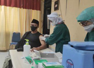 Tokoh Nahdhatul Ulama Disuntik Vaksin di Muhammadiyah
