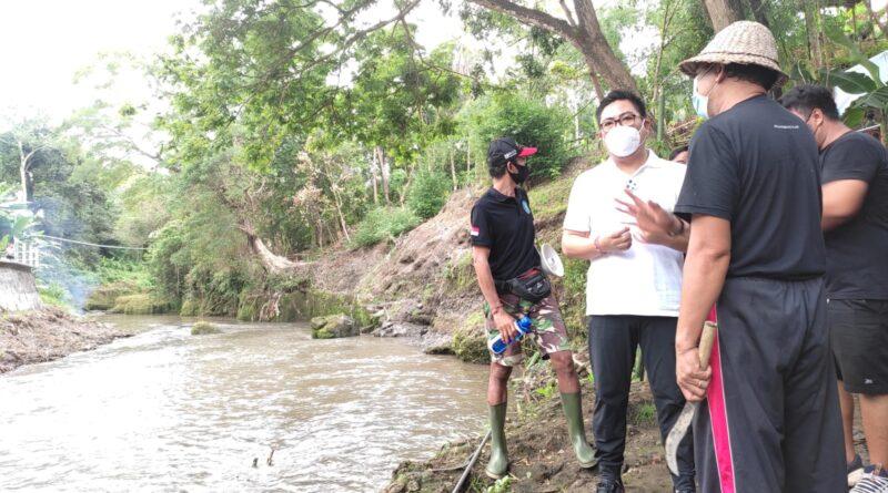 Wakil Walikota Arya Wibaya Bersama Dandim Badung Bersihkan Aliran Sungai Ayung