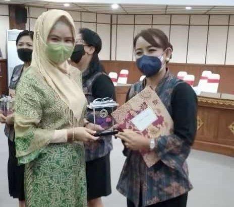Kadek Weisya Kusmiadewi Nahkodai Kaukus Perempuan Parlemen Kabupaten Karangasem
